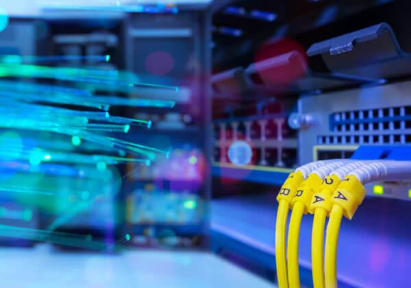 Çfarë është interneti me fibra optike.
